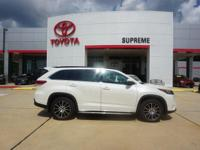 Blizzard Pearl 2018 Toyota Highlander SE FWD 8-Speed