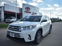 Pearl 2018 Toyota Highlander XLE FWD 8-Speed Automatic