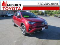 LOW MILES, MOON ROOF, BLUETOOTH!!  This 2018 Toyota