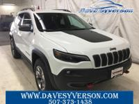 Bright White Clearcoat 2019 Jeep Cherokee Trailhawk 4WD