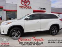 White 2019 Toyota Highlander LE FWD 8-Speed Automatic