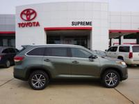 Green 2019 Toyota Highlander XLE FWD 8-Speed Automatic