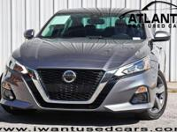 This 2019 Nissan Altima 4dr 2.5 SL features a 2.5L 4