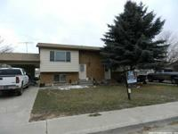 TERRIFIC EARNINGS INVESTMENT - DUPLEX WITH 2 BEDROOMS