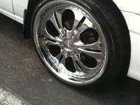 I'm selling a set of 20 inch Donz Luciano rims. The lug