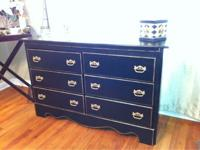 Beautiful gold and black 6 drawer dresser. Dresser has