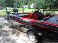 21 ft javelin bass boat  200 evenrude
