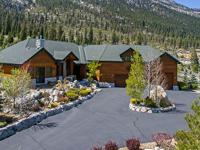 Mountain retreat in the pines in exclusive Job's Peak