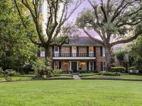 Incredible River Oaks courtyard home. Extensively
