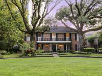 Incredible River Oaks Courtyard Home. Beautiful