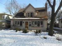 Charming IN TOWN Wayzata home Featrues: 4 Br, 3 Br on 1