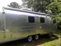 1971 International Soverign 02217 FI land yacht,