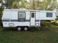 For Sale: 22 ft Dutchmen 5th wheel camper $1800.