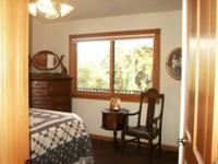 Quiet, secluded 1 Bedroom, 1 Bath cottage with foothill