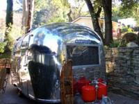 1965 VINTAGE AIRSTREAM CARAVEL 17'