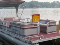 1988 SanPan 24' pontoon with 28 hp Evinrude No power