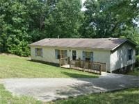 Great starter home! 3 bedroom, 2 bath manufactured home