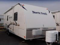2013 HEARTLAND NORTH TRAIL 23' , WHT/MOCHA, INTERIOR