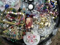 This is a ** Bulk Buy Vintage Jewlery ** .. * pot luck