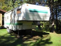 25' Wilderness by Fleetwood Fifth wheeler. Half ton