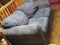 I unfortunately need to get rid of this great love seat