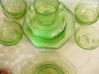 Luncheon set for 8 - 8 serving plates, 8 saucers, 8