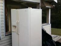 250. GIBSON 22.6 Cu Refrigerator Side By Side, water