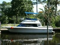 26' CARVER Santa Cruz. 2004 Volvo Penta engine and