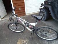 26'' WOMENS MOUNTAIN BIKE, NICE TREAD, ALUMINUM FRAME,