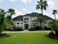 Gorgeous stucco home with circular driveway, 5 BRs, 4/1