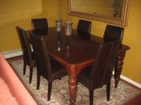 For sale, Solid Wood dining room table excellent