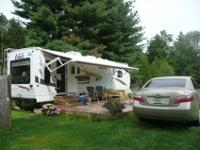 2009 32' Jayco Eagle Travel Trailer with two slide