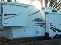 2008 Cedar Creek M-37RDTS, 3 Slides, I know there is