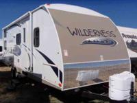 2013 HEARTLAND WILDERNESS 26' , WHT/PEBBLE,