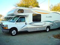 2007 26Q Fleetwood Jamboree Class C Motor Home is the