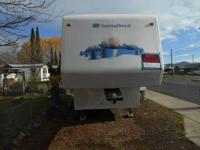 28 ft. 5th Wheel Trailer -2002 Sunnybrook $9,000. Has