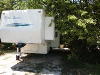 28 Foot Park Avenue Fifth Wheel Camper for sale. Clean