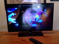 Insignia 28 Inch LED TV with built-in DVD