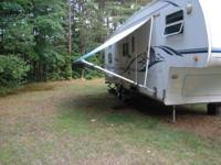 Beautiful 28ft cougar camper with one slide out in the