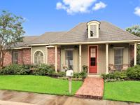 Garden Home in heart of Baton Rouge in gated community.