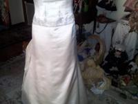A Reem Acra Ivory wedding dress size 10 Couture Dress.