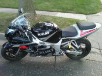 I'm selling my 03' Suzuki GSXR 600 with 18,8xx miles