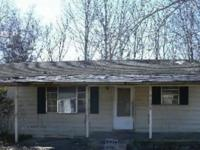 Check it out! 3/1 nice fixer upper! Don't miss your