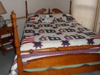 Lovely Colonial Maple 4-poster bedset. Clean, non