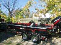1989 Ventue Dominator .. This is clean Bass Boat with