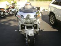 I am selling a 2000 Honda Goldwing that is in good