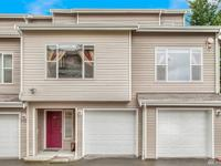 End unit contemporary Townhome! Enter into the lower