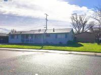 Great Starter Home close to all the shopping and mall