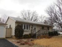 3 bedroom ranch style home waiting for your decorating