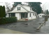 Beautifully remodeled 3 bedroom on large lot with